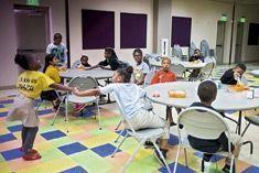 Après la classe, les enfants pauvres reçoivent un repas équilibré à la Las Vegas Rescue Mission.