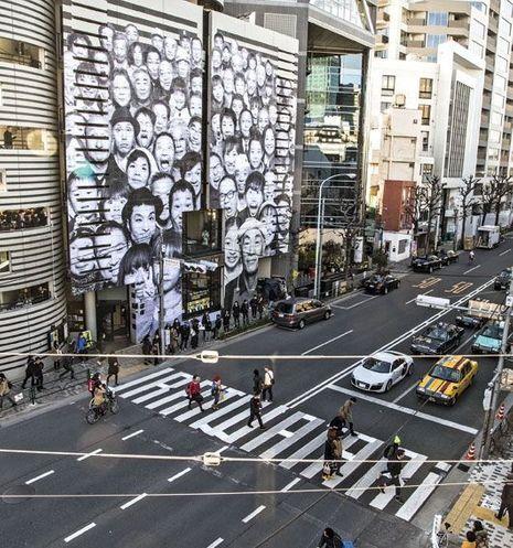 Vue de l'expo «Inside Out Project», de JR, à Tokyo (2013).