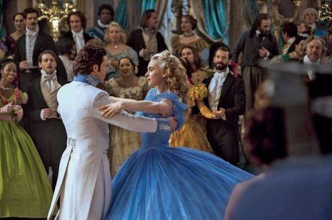 Lily James et Richard Madden au grand bal du prince.