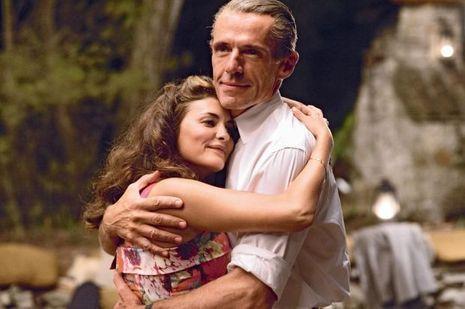 Elle n'a jamais cessé de l'aimer. Ils se sont rencontrés en 1936. Simone a 17 ans, Jacques-Yves, 26.