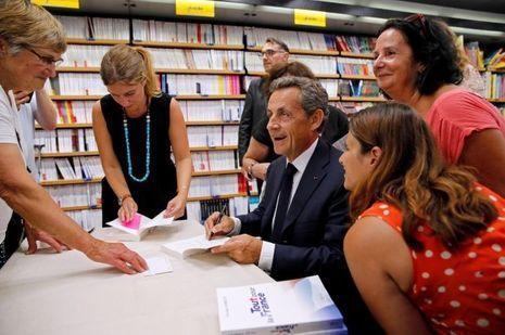 Séance de dédicace pour Nicolas Sarkozy, au Touquet, le 27 août.