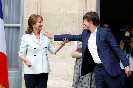 Ségolène Royal et Nicolas Hulot lors de la passation de pouvoir au ministère de l'Ecologie, le 17 mai.