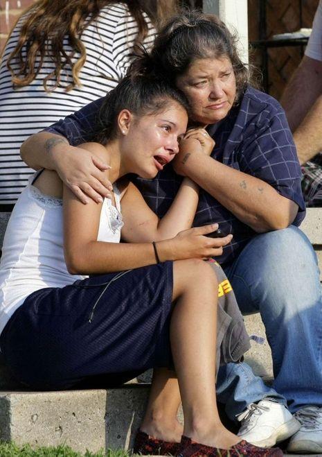 Lisa Kepler apprend la mort de son petit ami, dans les bras de sa tante, le 6 août 2014 à Tulsa