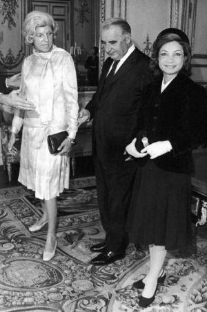 La princesse Ashraf Palavhi avec Georges et Claude Pompidou à l'Elysée à Paris le 21 septembre 1971