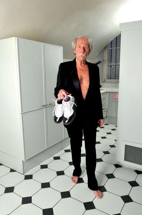 Smoking exigé. Le 30 avril 2010, l'élégant vient de fêter (discrètement) son 80e anniversaire.
