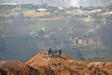 De l'autre côté de la frontière, Tsahal tire sur les manifestants qui ont envahi le no man's land.