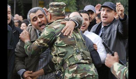 Tunis Insurrection-Tunis Tunisie armée fraternisation