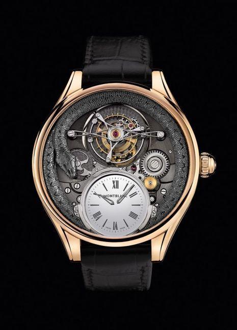 Une montre-bracelet conçue et produite à la Manufacture Montblanc à Villeret