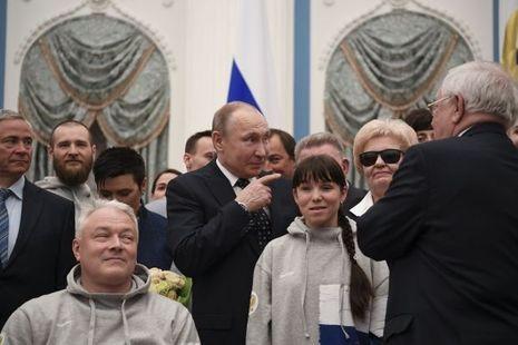 Vladimir Poutine, le 20 mars, félicite les athlètes paralympiques russes.