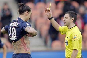Zlatan se prend un carton jaune