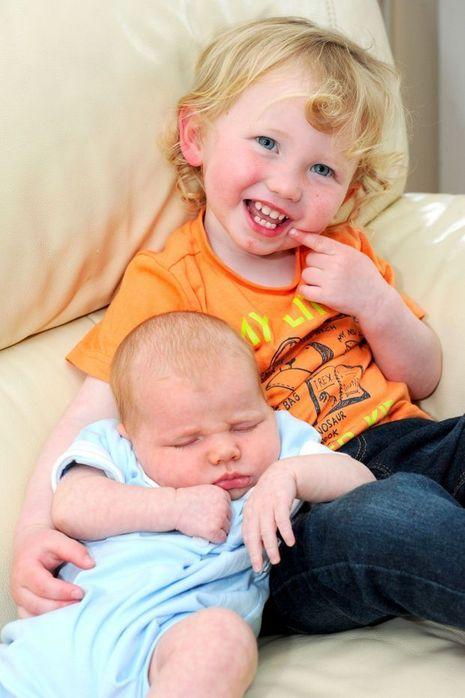 Ces jumeaux sont n s deux ans d intervalle - Apres fausse couche naturelle ...