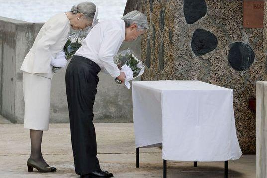 Des chrysanthèmes blancs pour les morts des Palaos