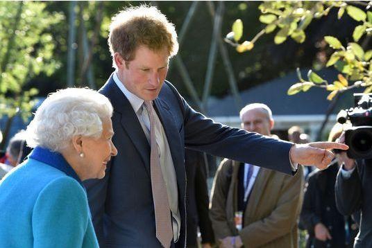 Harry impressionne Charles et Elizabeth