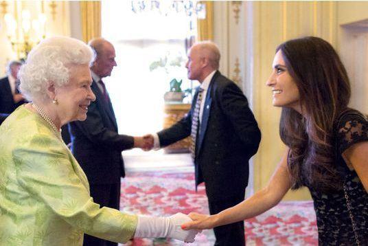 La créatrice de Séraphine honorée par la reine