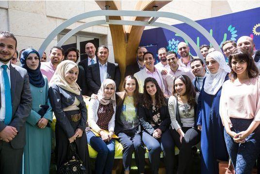 La reine Rania de tout coeur avec les jeunes entrepreneurs