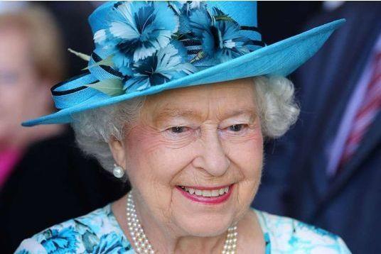 La Reine contre-attaque