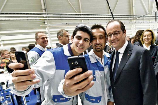 François Hollande fait le dos rond