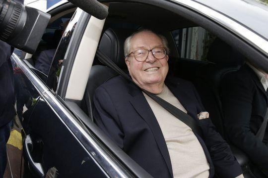 Jean-Marie Le Pen répudie sa fille