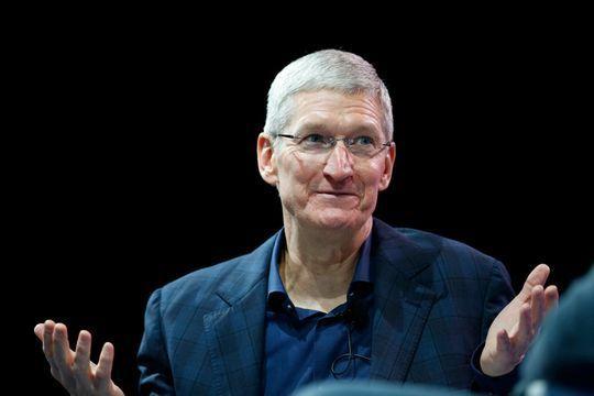 """Le patron d'Apple, gay et """"fier de l'être"""""""