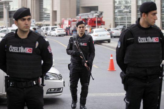 La police tue deux hommes qui avaient pris un procureur en otage