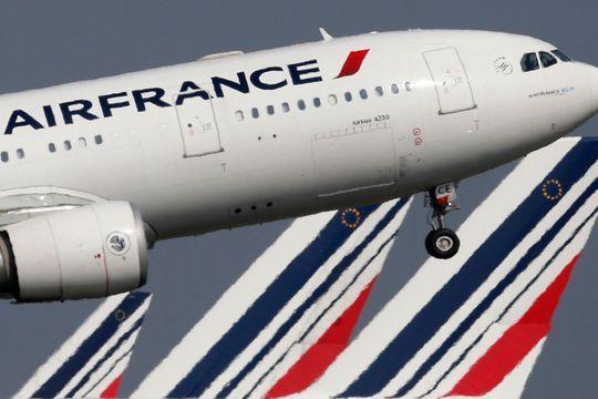 Un avion d'Air France escorté par des F15