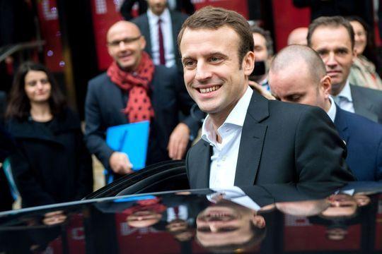 Macron, socialiste sans carte, en visite au PS