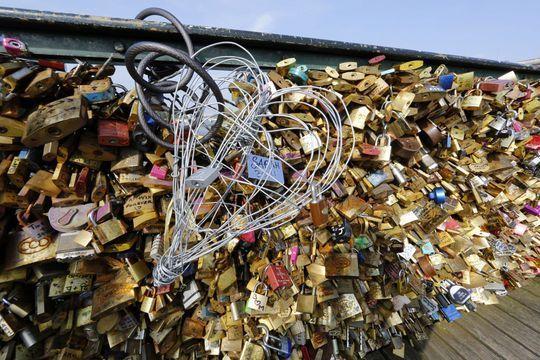 """Adieu les """"cadenas d'amour"""" sur le Pont des Arts"""