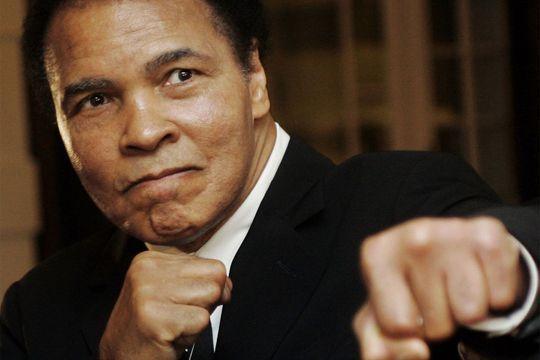 Le boxeur de légende soigné pour une pneumonie