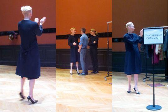 Tilda Swinton vampe le Palais Galliera