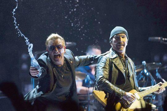 U2 descend en villes