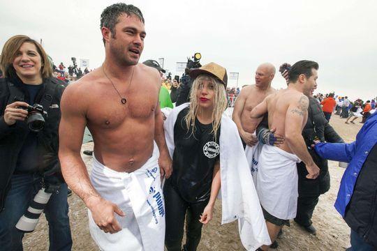 Lady Gaga, amoureuse mais gelée à Chicago