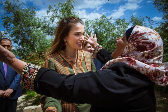 Rania accueillie à bras ouverts à Tabaqet Fahel