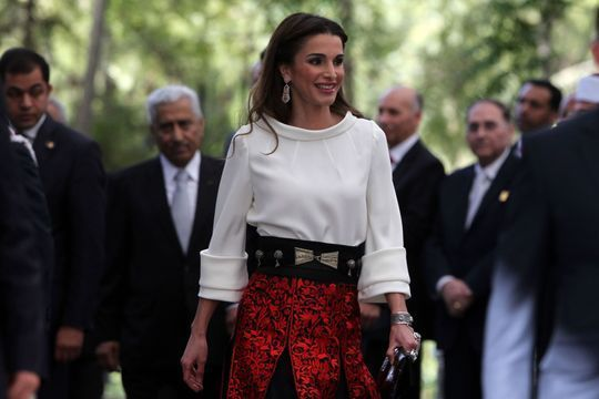 Rania magnifie la tradition pour célébrer l'indépendance