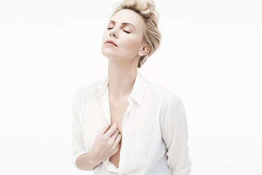"""Charlize Theron: """"Paris et Dior, c'est la même respiration"""""""