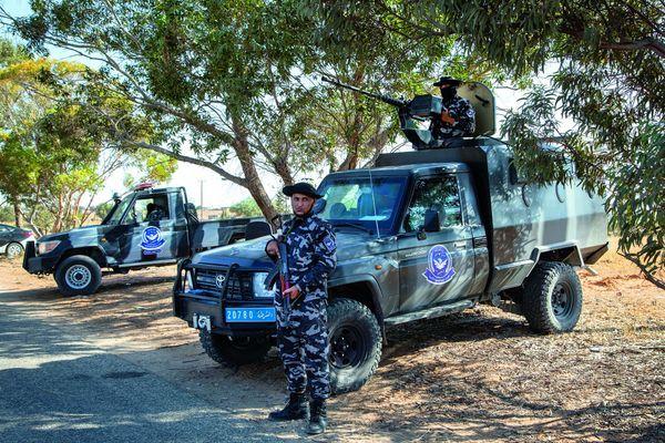 A Tarhouna, un des véhicules de l'escorte qui va permettre à BHL et aux photographes Gilles Hertzog et Marc Roussel d'échapper à leurs assaillants.