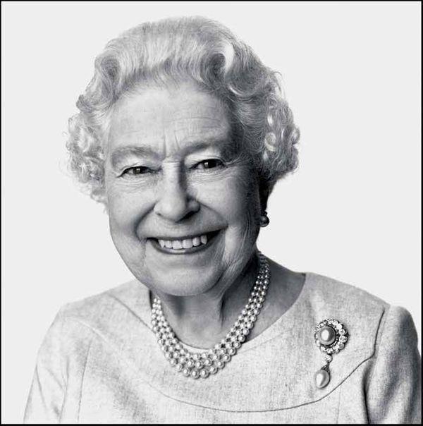 2014. Portrait réalisé pour une campagne en faveur du tourisme lancée par le gouvernement britannique. « Elizabeth II a des yeux bienveillants avec une lueur de malice. J'ai toujours aimé les femmes fortes et elle est une femme très forte. »