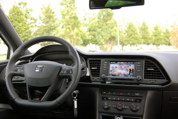 L'intérieur, sans atteindre les standards des cousines d'Audi, est soigné.