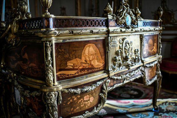 Le secrétaire à cylindre de Louis XV au château de Versailles