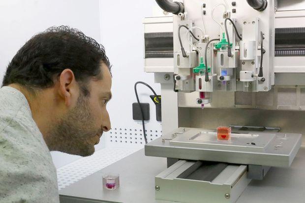 """L'imprimante qui permet aux chercheurs """"d'imprimer"""" le coeur."""