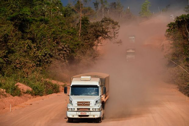 Un camion sur la BR230.