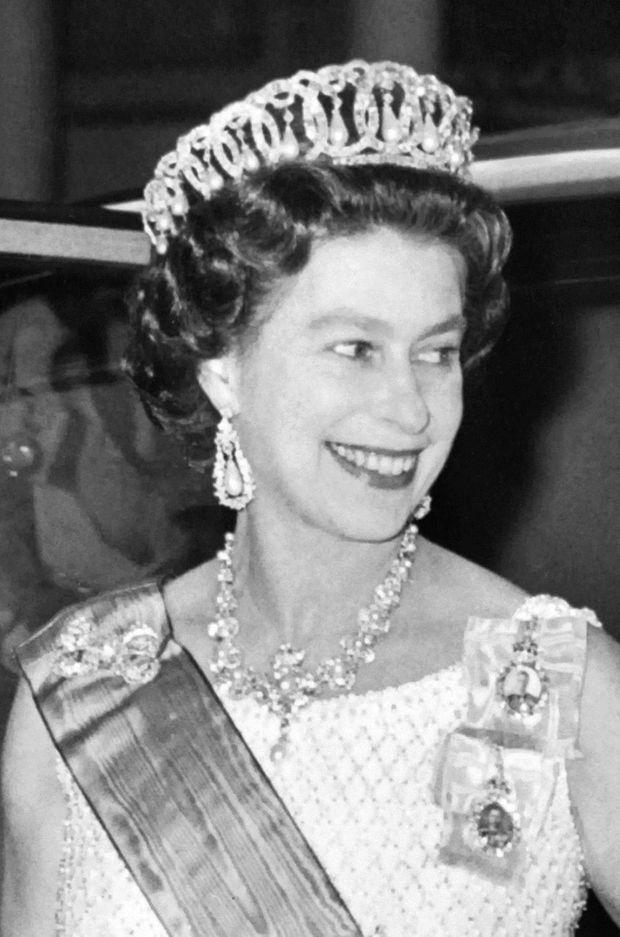 La reine Elizabeth II coiffée de la Vladimir tiara, le 15 juin 1972