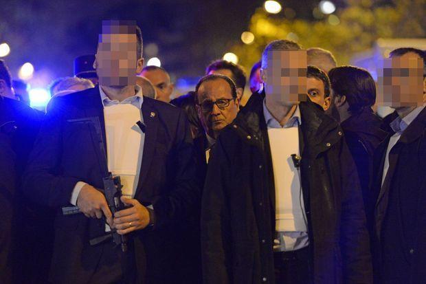 François Hollande le 14 novembre, juste après les attaques qui ont frappé le Bataclan et plusieurs terrasses des alentours.