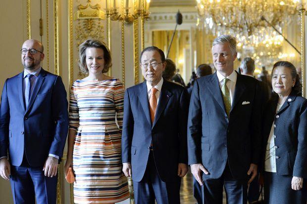 La reine Mathilde et le roi Philippe de Belgique avec Charles Michel, Ban Ki-moon et sa femme au Palais royal à Bruxelles, le 15 juin 2016