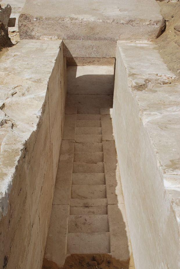 Le début du corridor de la pyramide récemment découverte.