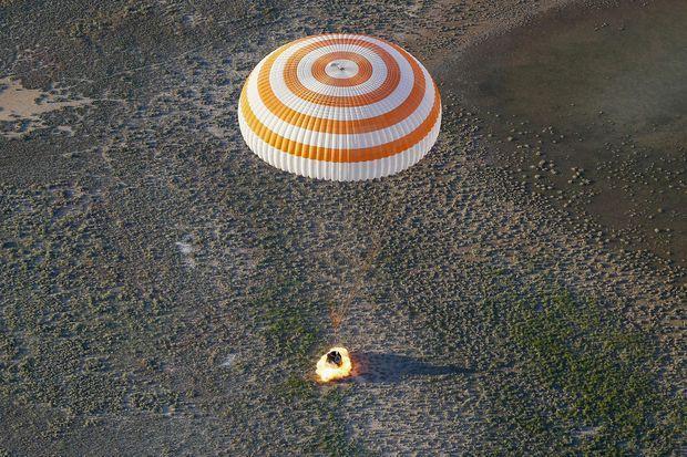 La capsule se trouvait à quelques centimètres de la surface de la Terre.