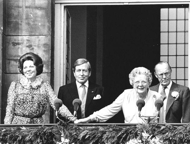 La reine Juliana des Pays-Bas a abdiqué le 30 avril 1980 pour sa fille Beatrix