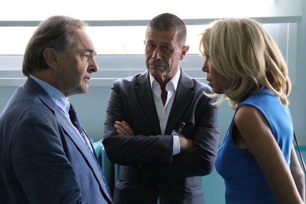 Gilles Kepel, Emmanuel Carrère et Brigitte Macron à Athènes le 8 septembre 2017.