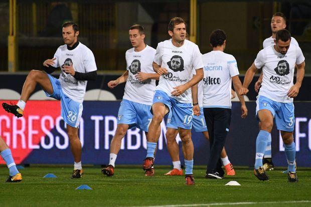 """Les joueurs de la Lazio portent un tee-shirt en hommage à Anne Frank """"Pas tous antisémite"""""""