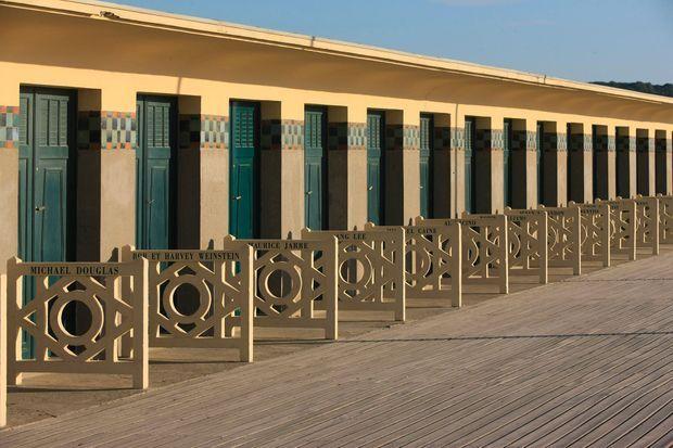 """La promenade des """"Planches"""" de Deauville."""