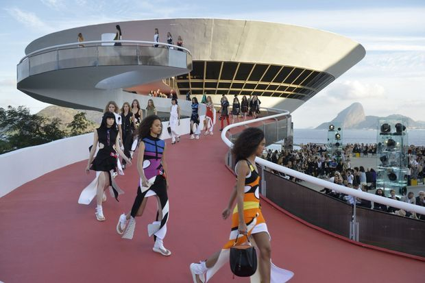 A Rio, le défilé Vuitton.